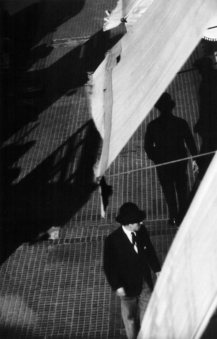 Horacio Coppola, Peaton de Buenos-Aires (thanks yama-bato)