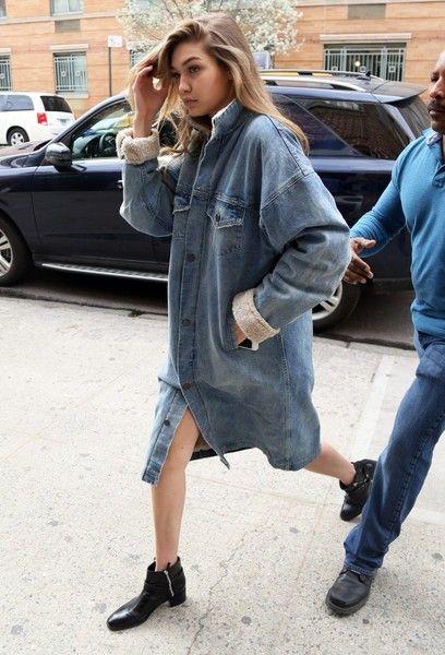 Gigi Hadid Photos - Gigi Hadid Steps Out in New York City - Zimbio