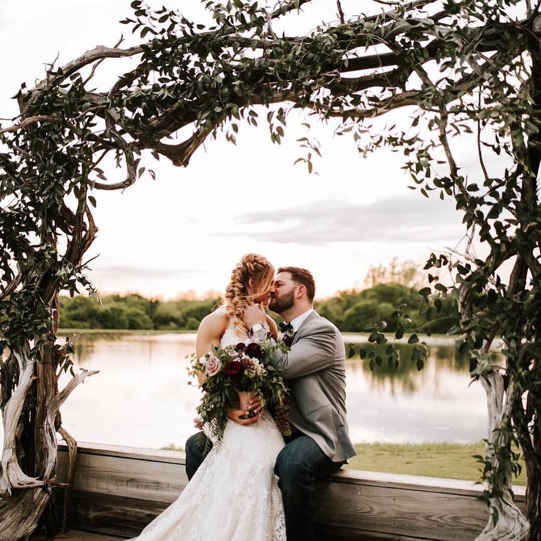 Outdoor lakeside wedding Thistle Springs Ranch near Dallas ...