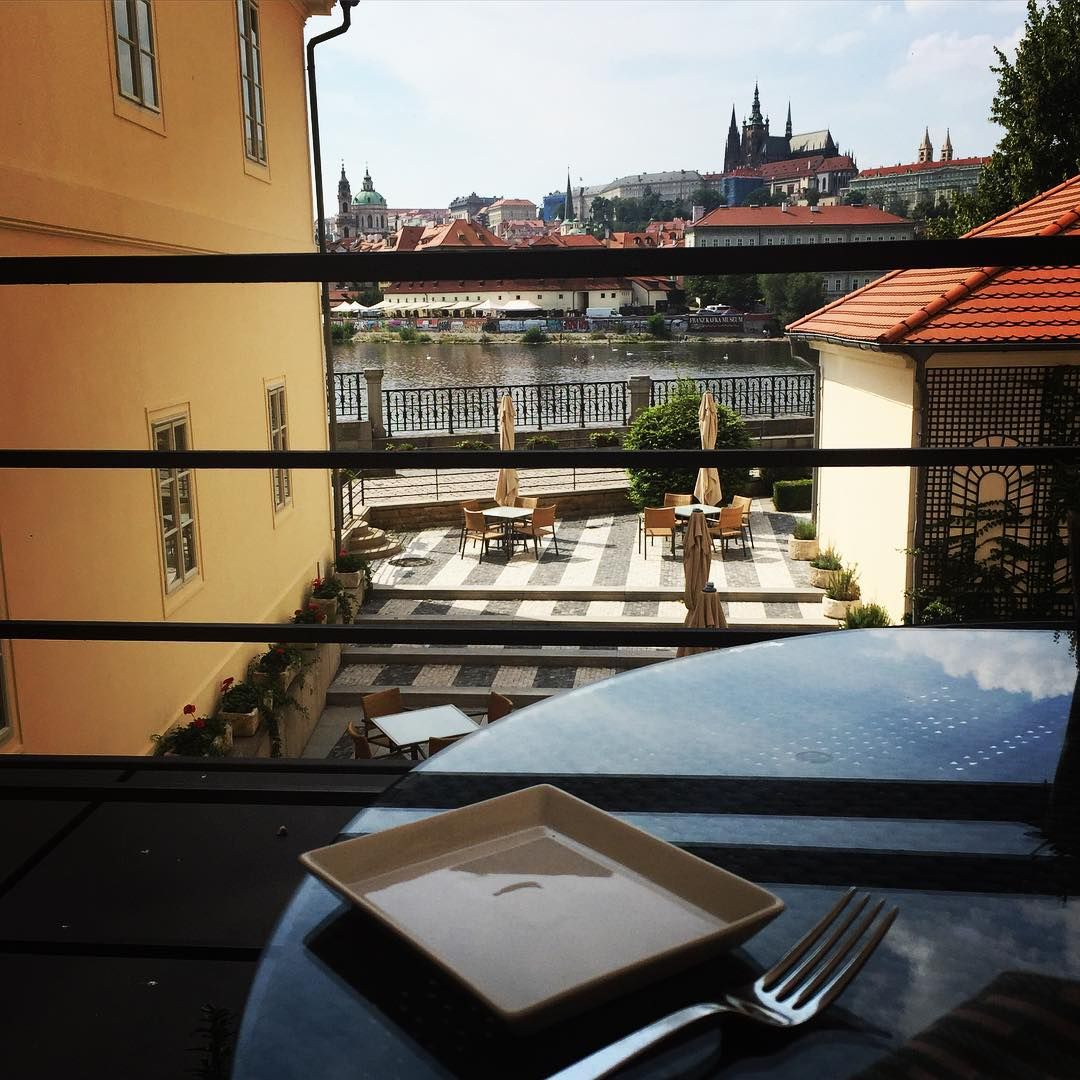 Anybody joining us on our CottoCrudo restaurant terrace? #fourseasons #Prague