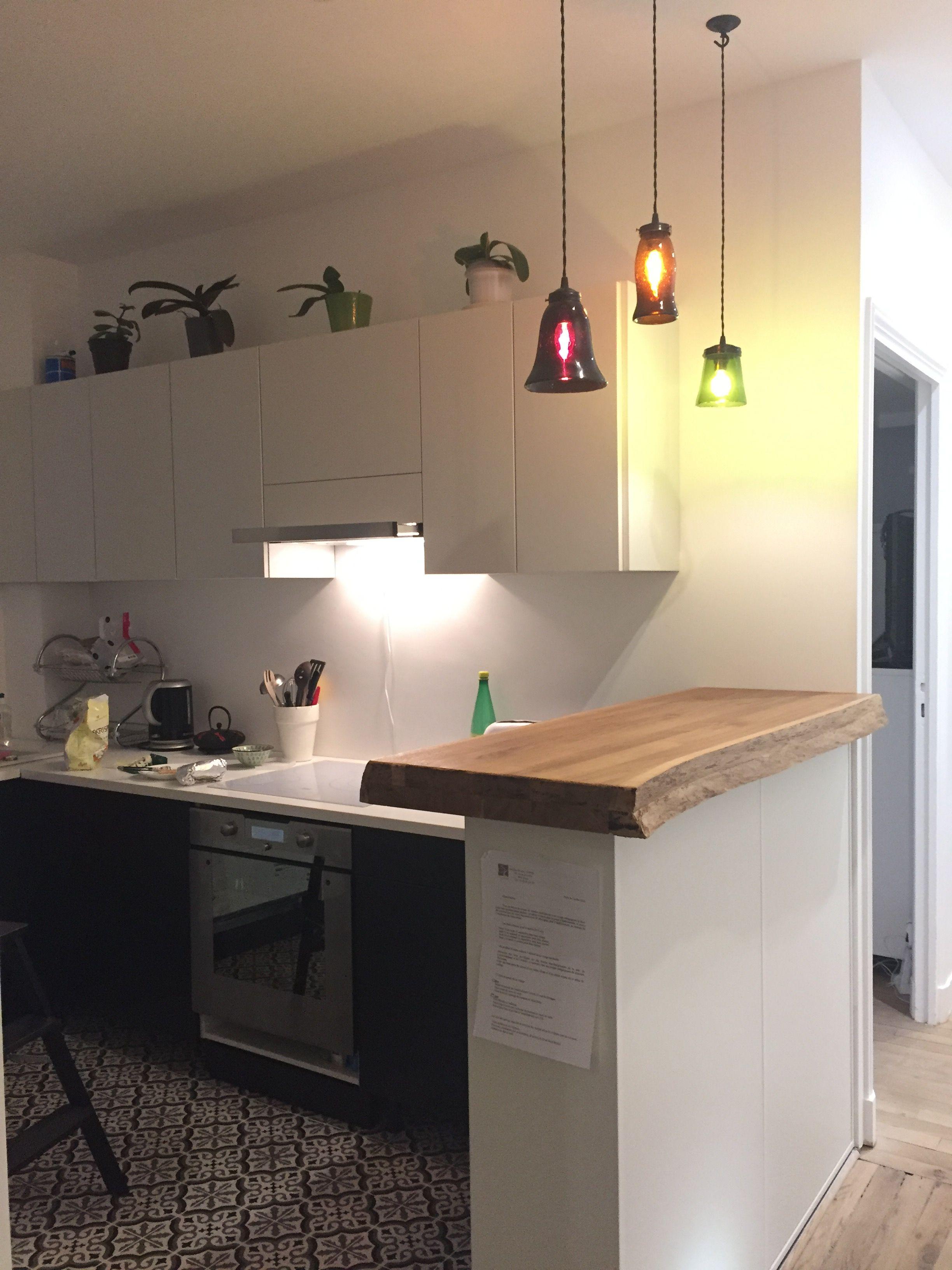 Cuisine Fermée En U la cuisine ouvre sur un couloir et le bar délimite l'espace