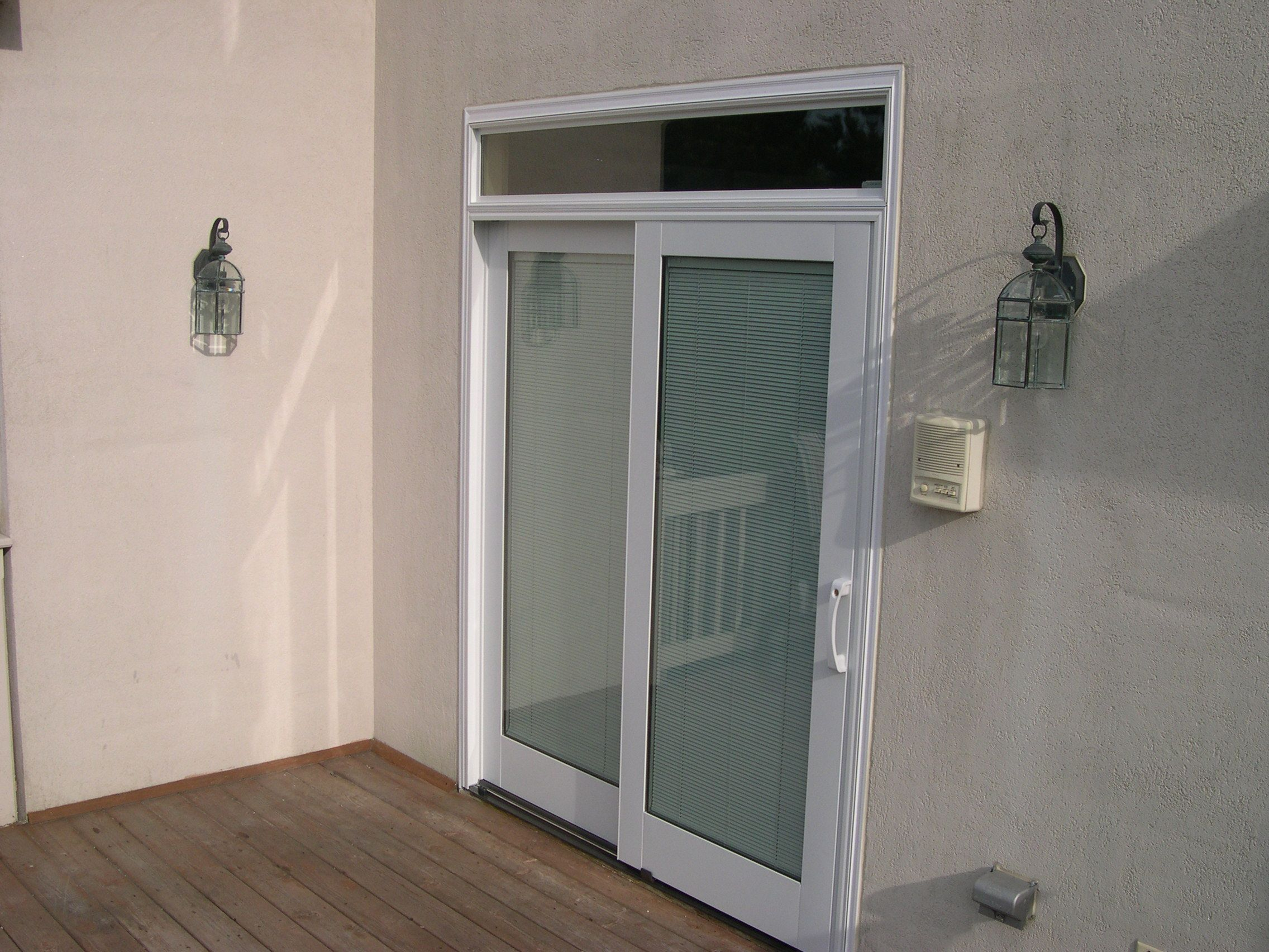 Minimalist Sliding Door With Transom Pella Designer Blinds With Transom 2 On Door And Window Pvcverticalblinds Modern Patio Doors Patio Doors Patio Blinds