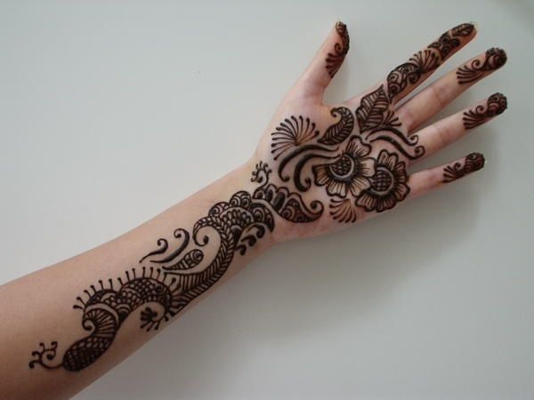 Mehndi For Thin Hands : Arabian climbers perfect for making the arms look thinner due to