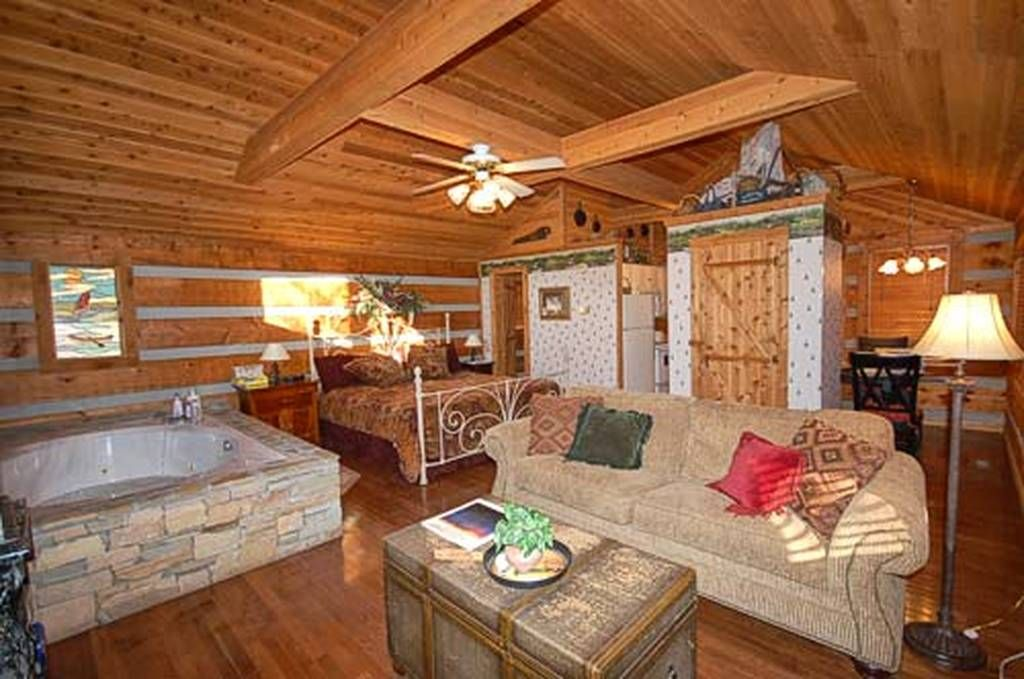 Bear Elegance 1 Bedroom Pet Friendly Cabin Rental In Pigeon Forge Tn In 2020 Cabin Rentals Vacation Cabin Rentals Pet Friendly Cabins