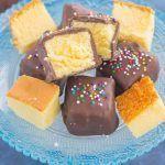 Diese mit Schokolade überzogenen Pound Cake Bites ergeben ein süßes Rezept, das ... - #bites #diese #ergeben #pound #rezept #schokolade #uberzogenen - #Hannah'sRäucherKuchenRezept #peachcobblerpoundcake Diese mit Schokolade überzogenen Pound Cake Bites ergeben ein süßes Rezept, das ... - #bites #diese #ergeben #pound #rezept #schokolade #uberzogenen - #Hannah'sRäucherKuchenRezept #peachcobblerpoundcake