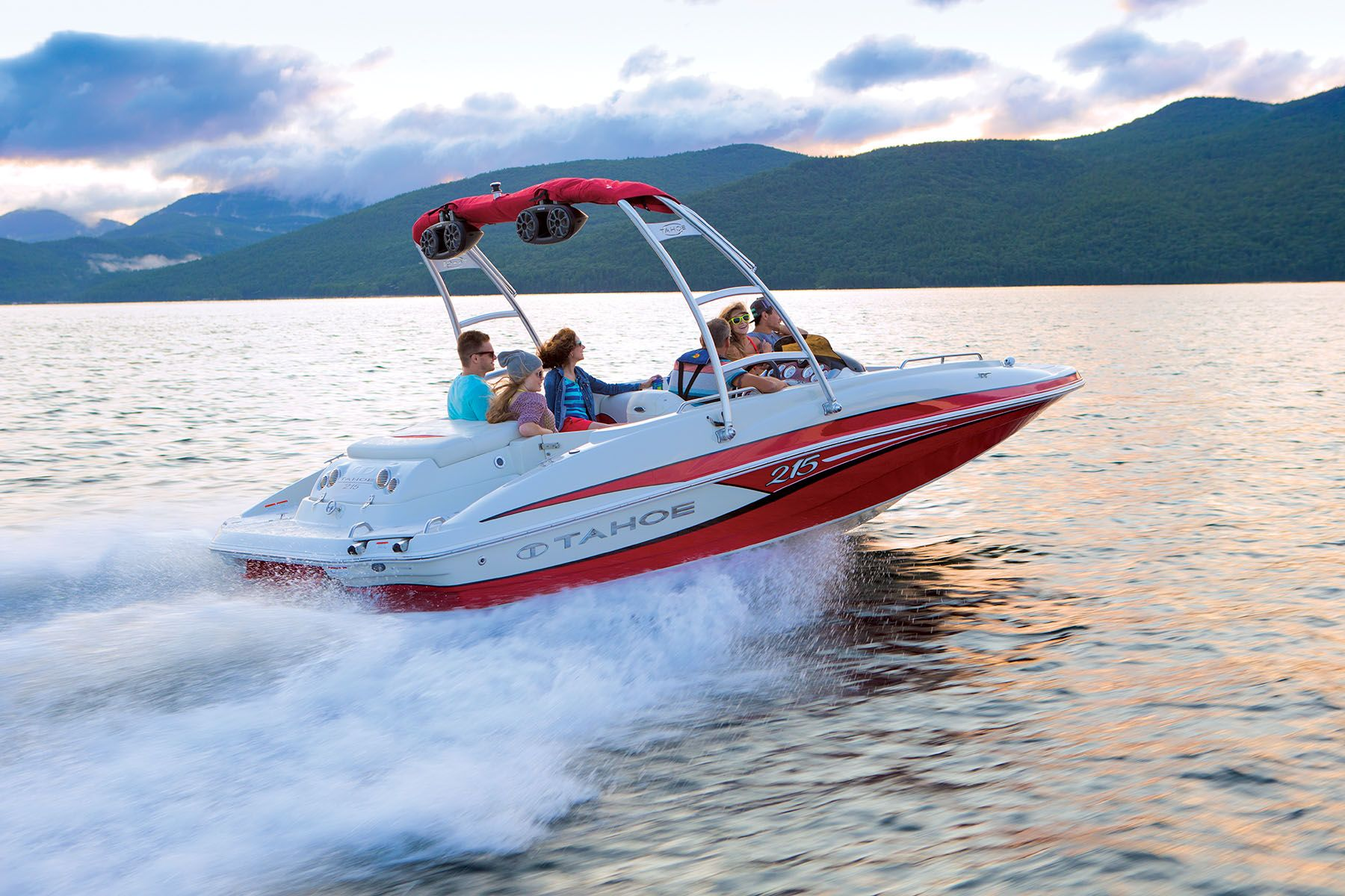 Tahoe 215 Xi Deck Boat Available through Springfield Tracker