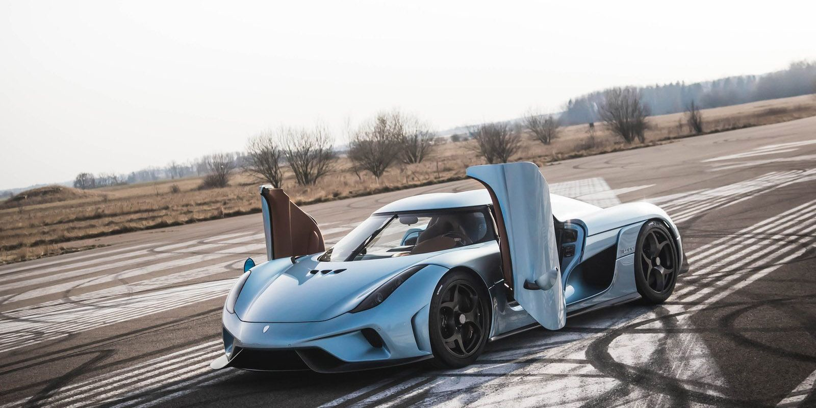 A Crash Course In The Current Crop Of Electric And Hybrid Supercars Koenigsegg Super Cars Expensive Cars