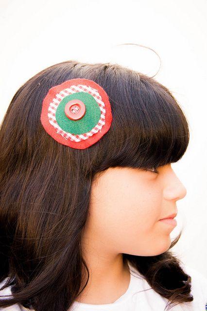 O enfeite de cabelo feito pela mamãe, via Flickr.