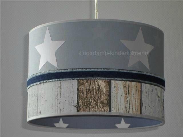 Behang Kinderkamer Grijs : Jongenslamp grijs met sterren en steigerhout behang kinderkamer