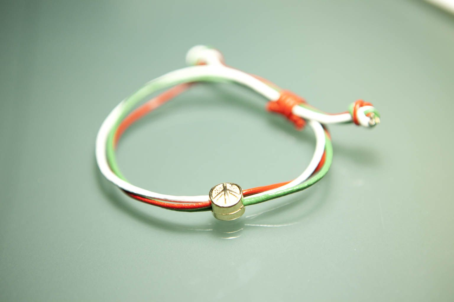 Beautiful handmade leather bracelet inspired by the colours of the Italian flag.