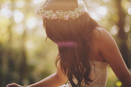 Wavy hair, flower garland.