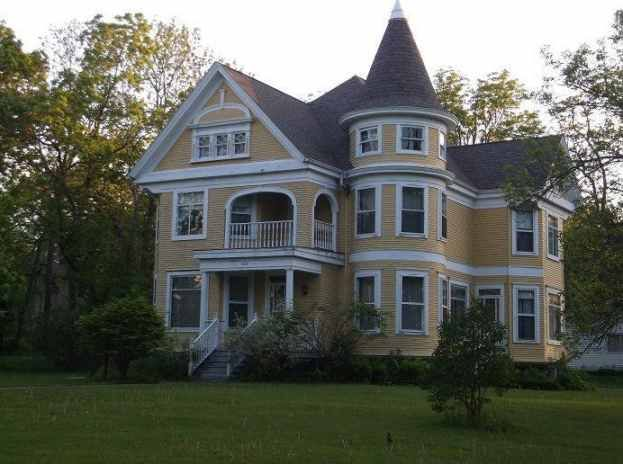 1908 Queen Anne Rio Wi 280 000 Old House Dreams Victorian Homes Old House Dreams Victorian Style Homes
