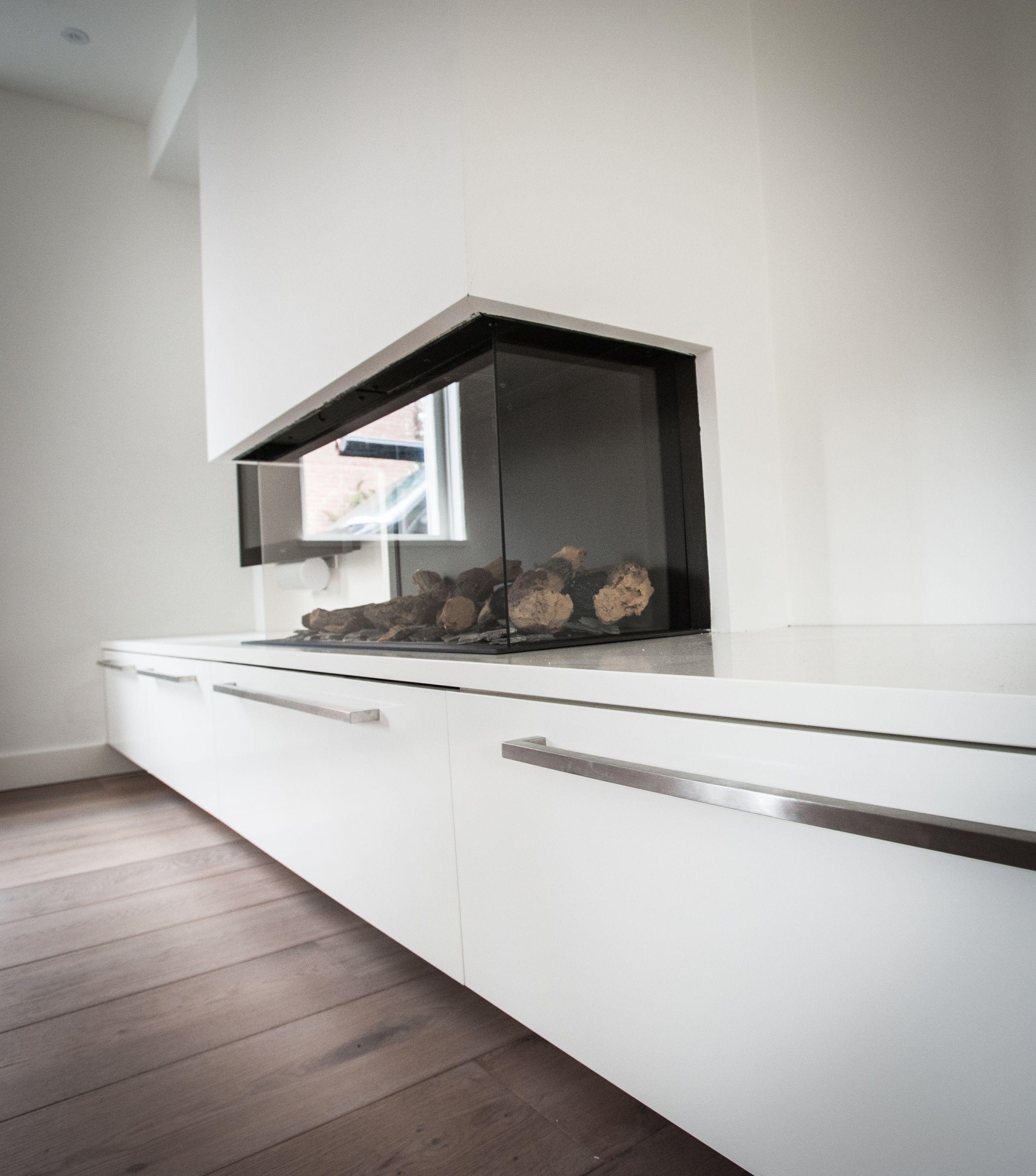 Strakke moderne kast woonkamer  Kasten gemaakt door NB