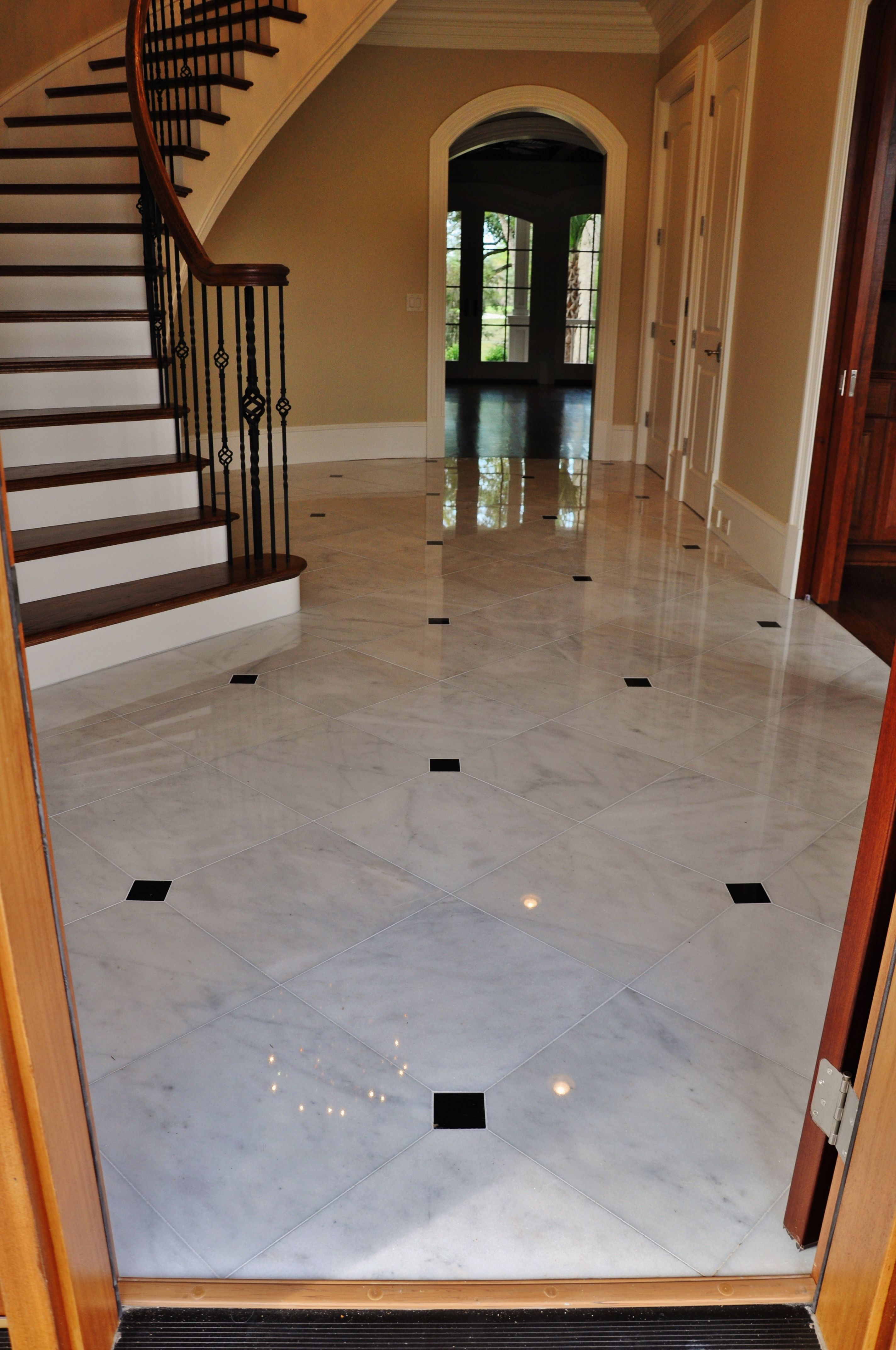 Polished White Marble Tile With Black