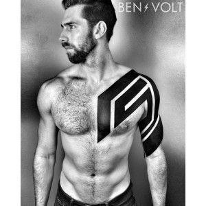 Blackwork Mit Ben Volt Tattoo Tatoo And Tatoos
