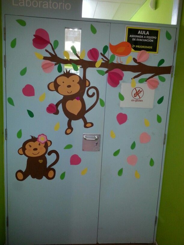 puerta aula tema monos