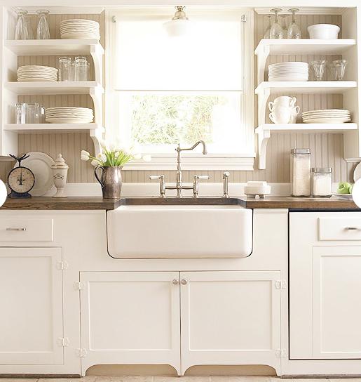 cocina rústica de muebles blancos, y baldas en lugar de muebles ...