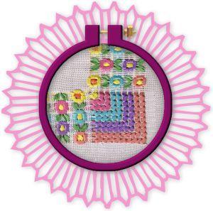 tambora redonda morada con esquina de flores