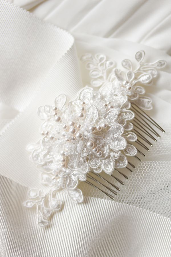 Darling details ivory pearls and hair combs alencon lace bridal combivory with pearls solutioingenieria Image collections