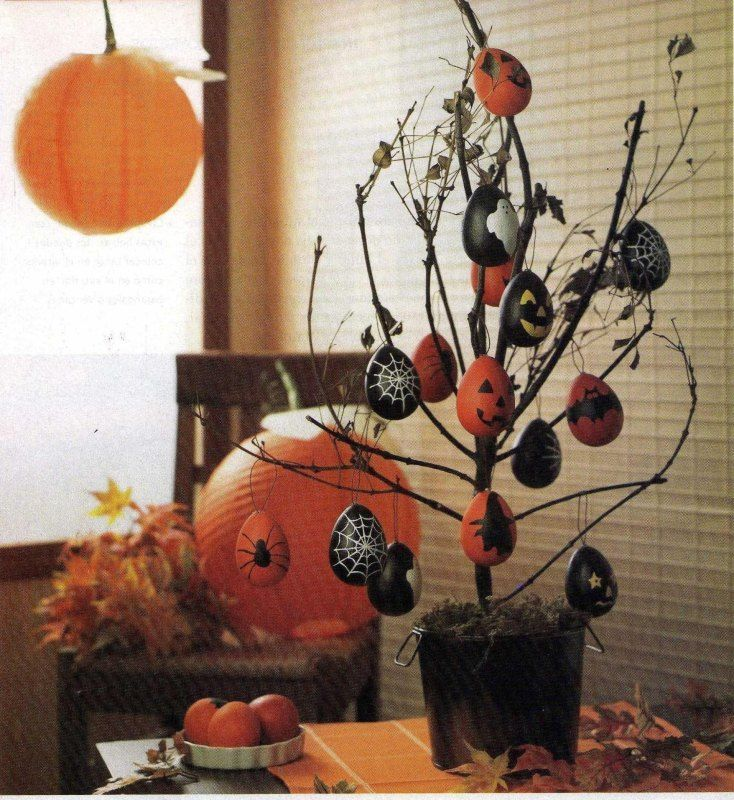 This has to be the simplest yet the cutest Halloween decoration ever - how to make scary homemade halloween decorations