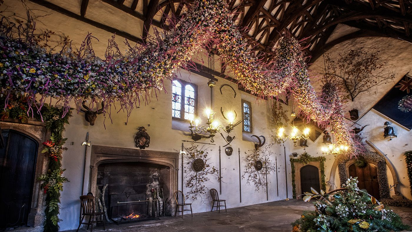 The impressive 2014 Christmas garland in the hall of the house at ...