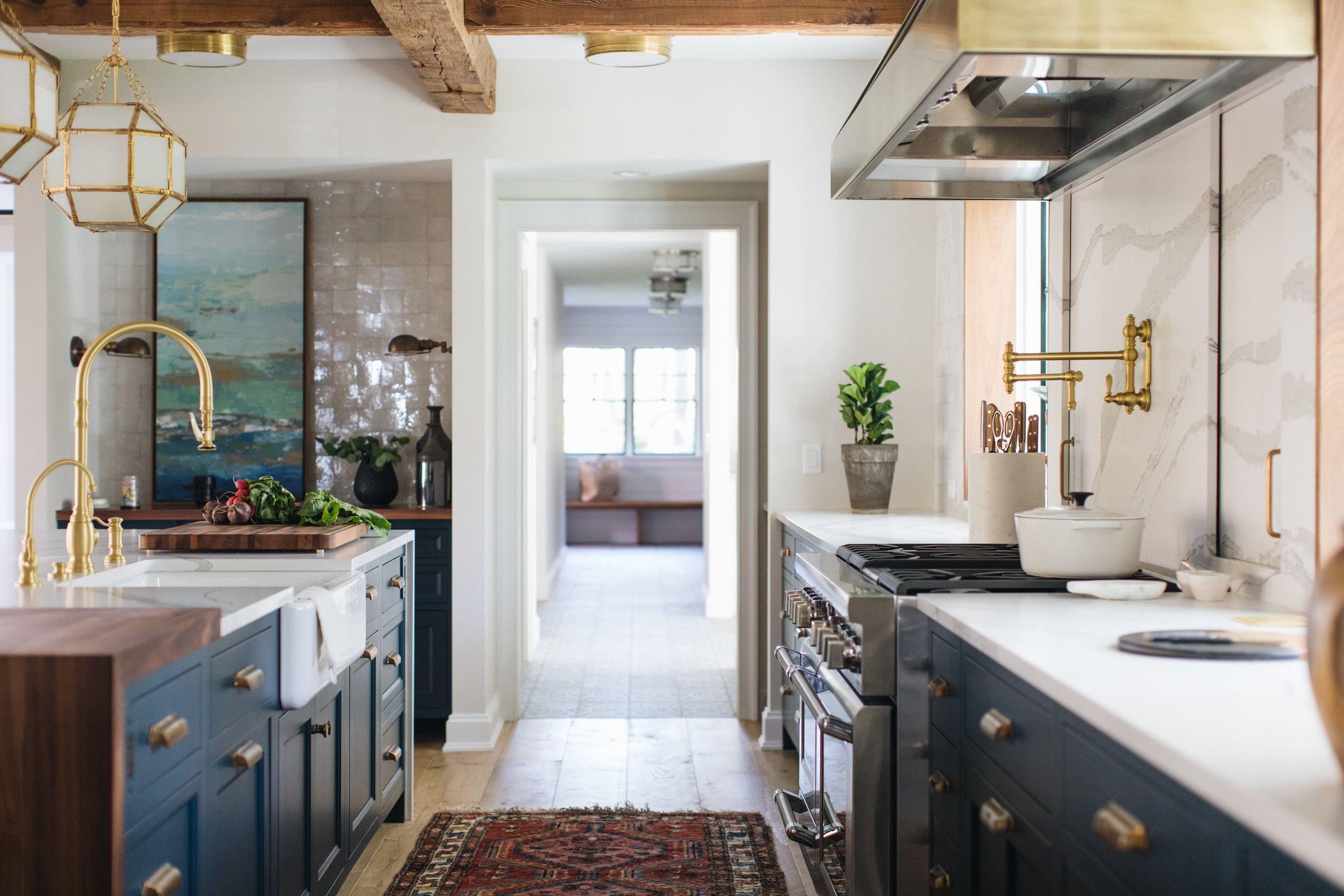 lakeside jean stoffer design in 2020 modern farmhouse style luxury kitchens farmhouse on farmhouse kitchen navy island id=35506