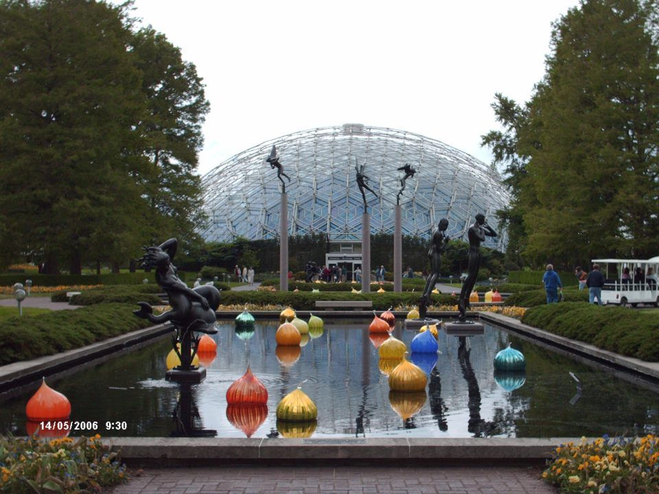 Dale Chihuly St Louis Botanical Gardens