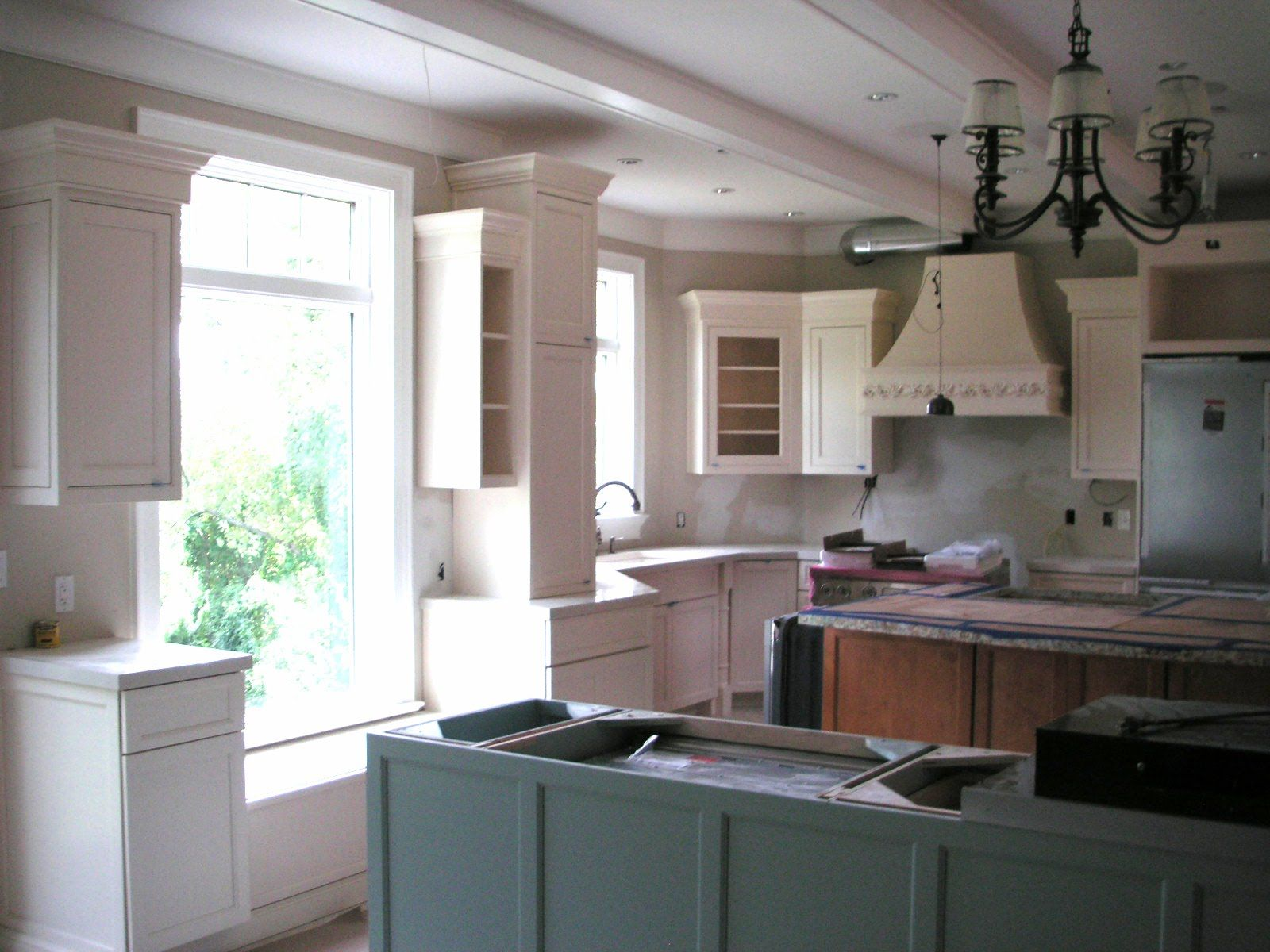Color forte sherwin williams quietude ivory lace for Samples of painted kitchen cabinets