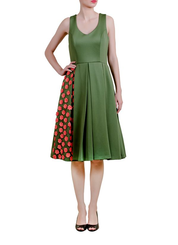 An elegant and beautifully cut dress featuring floral motifs. Perfect for a stylish evening or even a day look. Add a contrasting coloured clutch to complete the look.