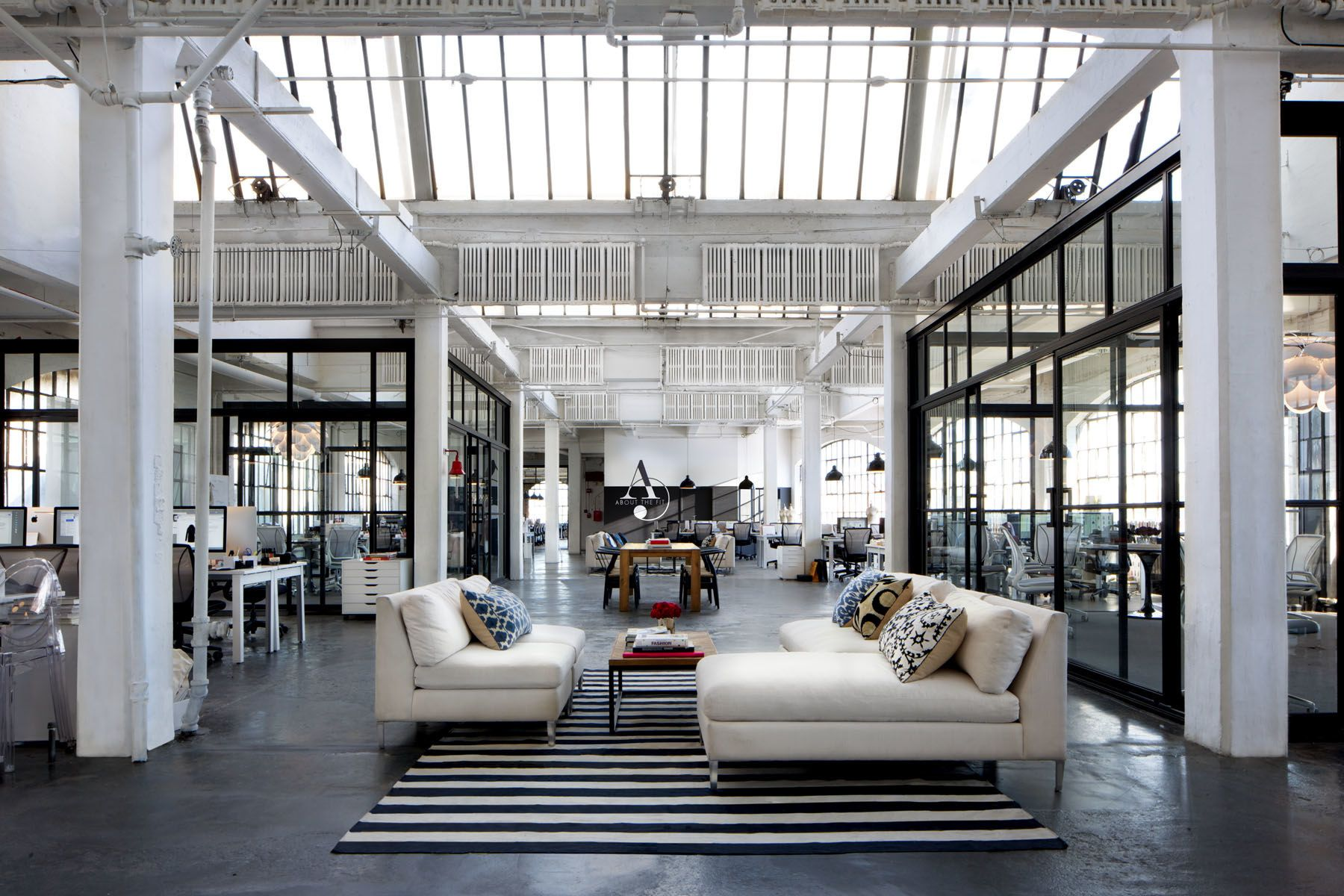 The intern set located in a photo studio of the bank note building in the