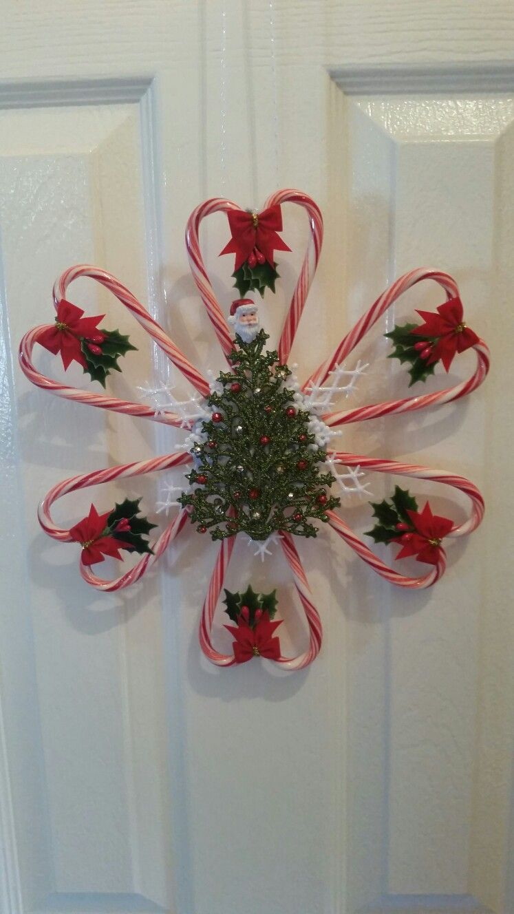 Christmas Tree Candy Cane Wreath #candycanes #candycanewreath #candycanecrafts #candycanewreath