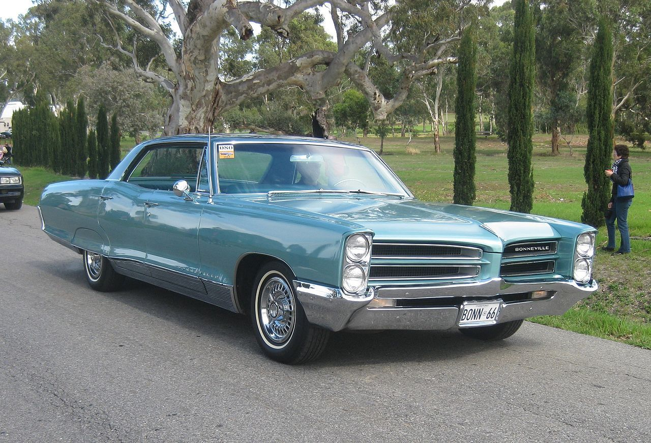 medium resolution of 1966 pontiac bonneville 4 door hardtop 2 pontiac bonneville wikipedia