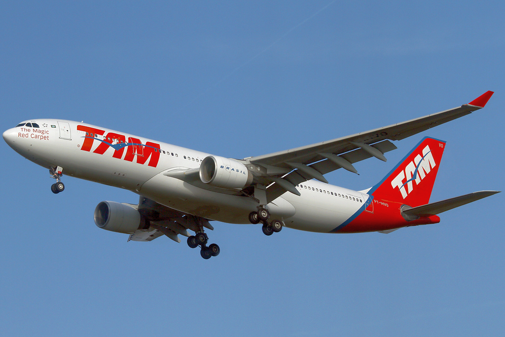 TAM A330200 PTMVO FRA 20111028.png Tam airlines