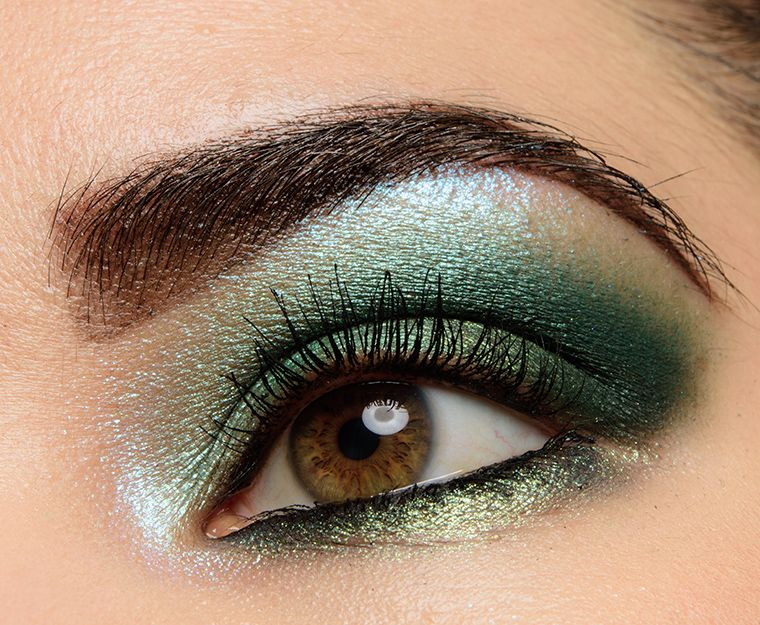 A Smoky, Emerald Green Look featuring Melt Smoke Sessions