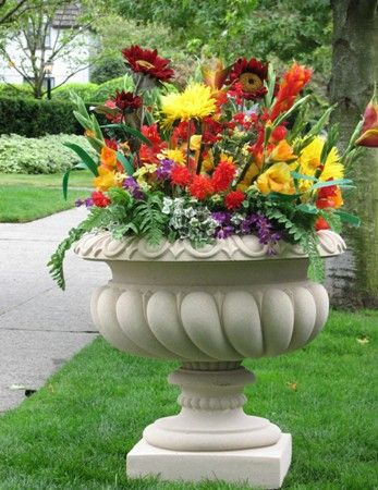 Attractive Yard Planters Show Off Your Creativity