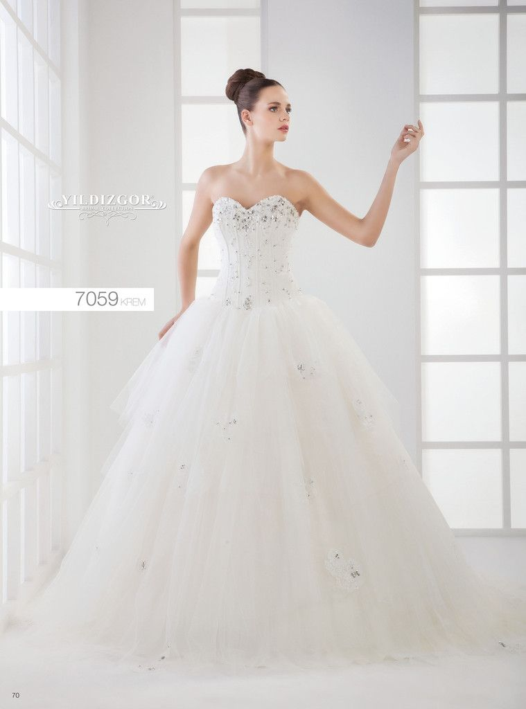 Love love! What is more perfect than a wedding gown topped with a ...