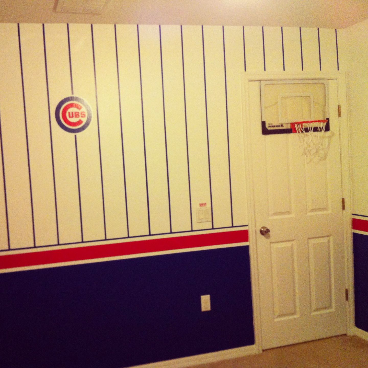 Chicago cubs baseball theme with a basketball hoop bedroom for Basketball hoop for kids room