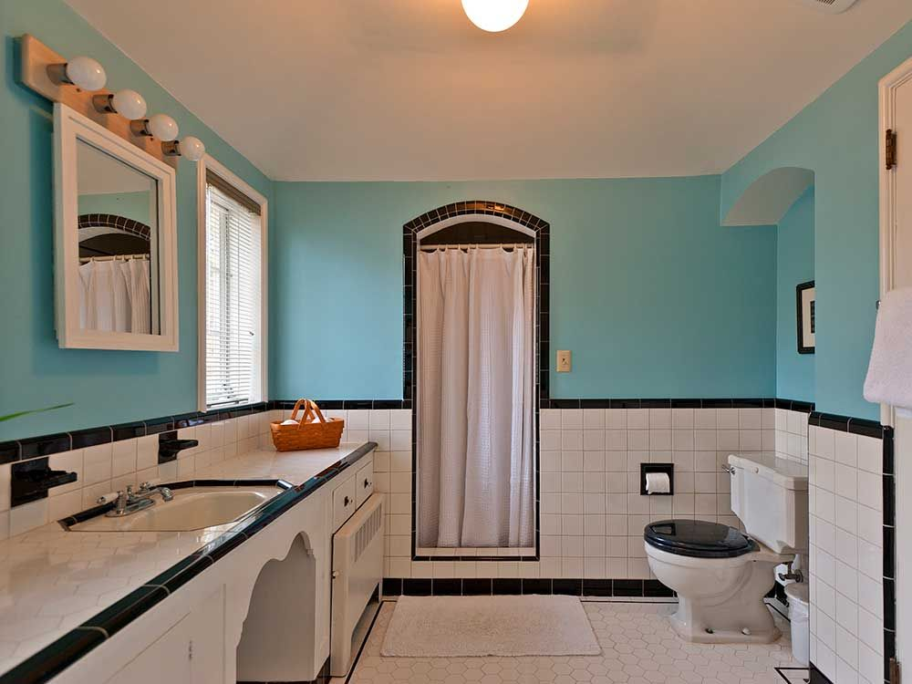 Five Vintage Pastel Bathrooms In This Lovely 1942 Capsule House   Portland,  Oregon   13 Photos | Full Bath, Pastel Colors And Tubs