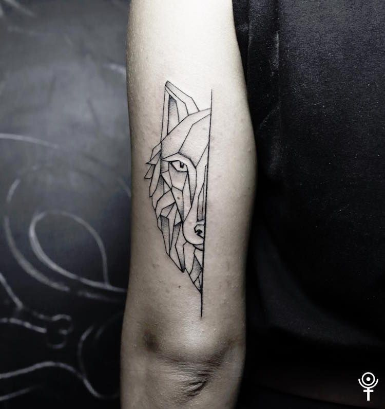 Tatouage Loup Femme Connotations Et 40 Idees Sur Les Emplacements