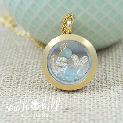 The subtle tones of mint make your gold shine!