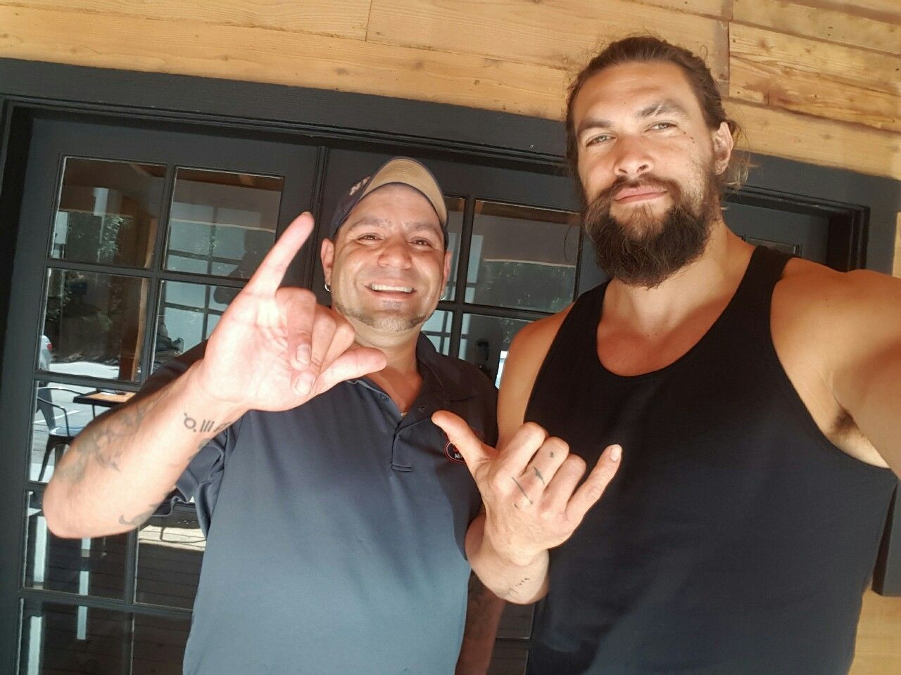scorpiointurmoil  Met one of my all time favorite actors Jason Momoa today you may know him from