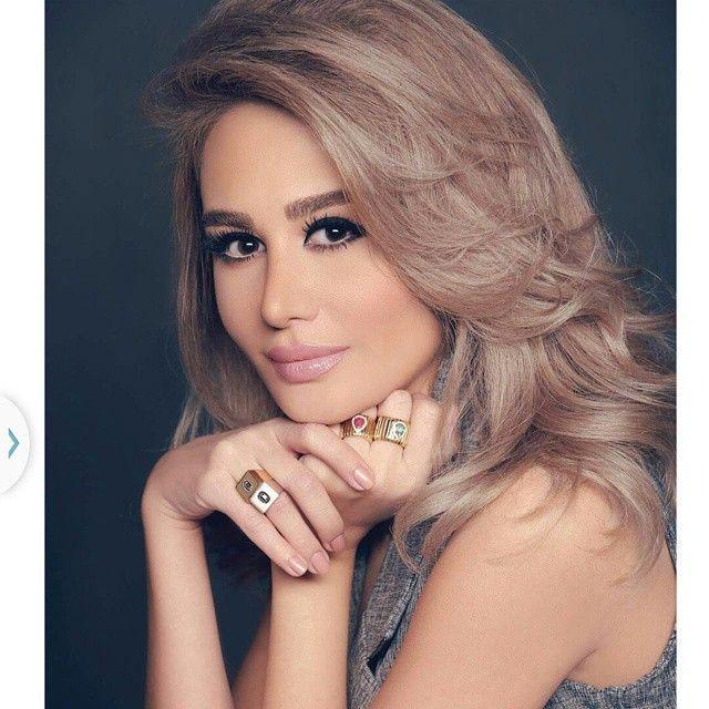 صور زوجة رامي عياش تفاجيء متابعيها بإطلالة البنطلون الشفاف