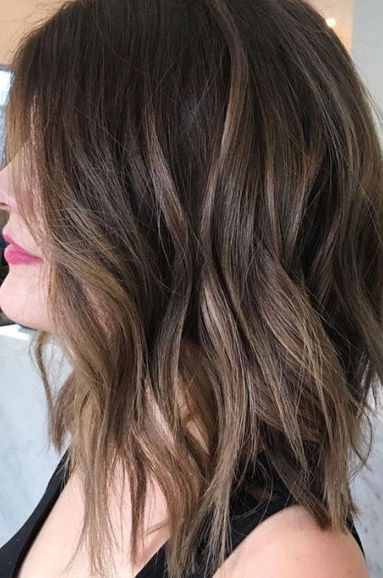 Brunette balayage ; wavy hair ; brown highlights ; long bob