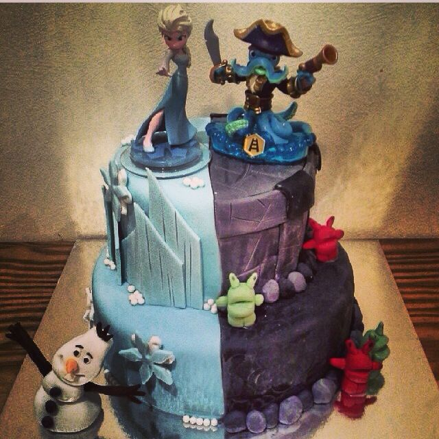 Wellas amazing skylanders frozen twin cake Kids party food and