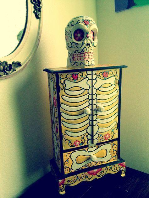 banshee-bones: @Beth J Rubin Banzai you need one of these to match the skulls!! x