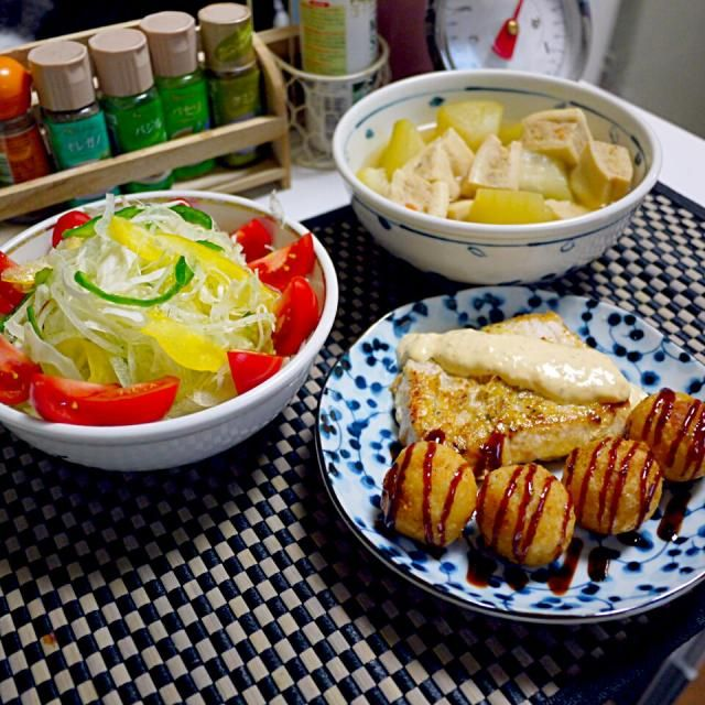 ポテ玉に掛けたスモーキーソースが また、旨いんだわぁ(o^-')b ! - 17件のもぐもぐ - カジキのムニエルwithポテ玉チーズ  サラダ   鶏はさみ高野豆腐と冬瓜の煮物 by YokoIshikawa