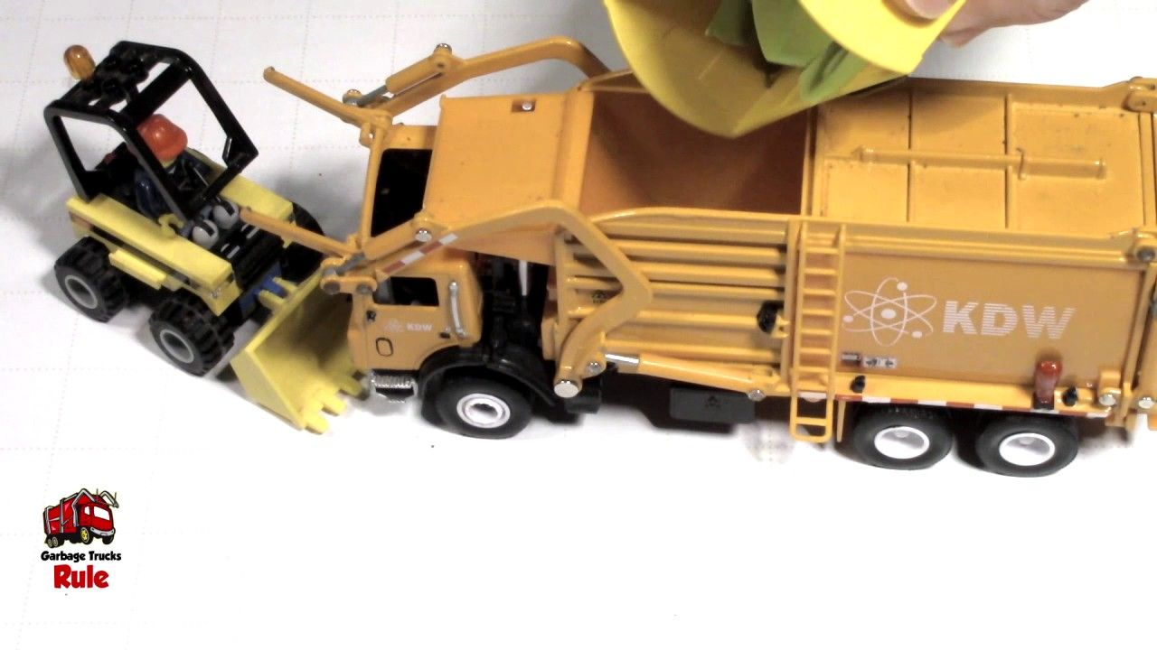 Garbage truck videos for children l dumping trash picking up cleaning