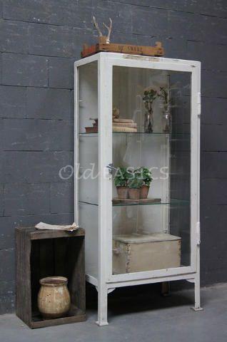 Apothekerskast 10023 - Origineel oude ijzeren apothekerskast met een ...