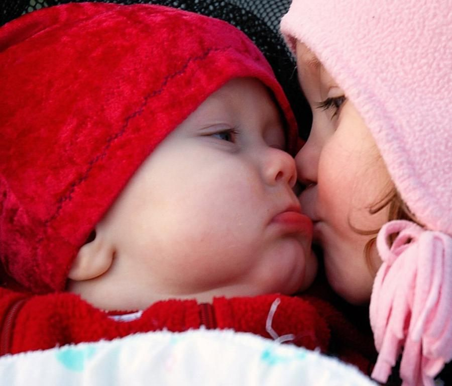 Cute Baby Kissing Wallpaper In Hd Quality And Widescreen Format We Have The Best Selection Of These Wallpaper Baby Kiss Cute Baby Wallpaper Cute Baby Pictures