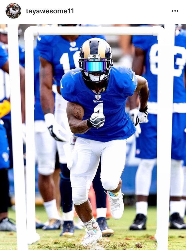 Los Angeles Rams Wide Receiver Tavon Austin Wearing A Shoc Sky Blue Iridium Football Visor Football Rams Football Football Swag